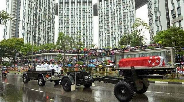 The cortege passing by The Pinnacle@Duxton where Tanjong Pager Constituency was under his charge close to 60 years.Photo Credit: Straits Time - Desmond Wee