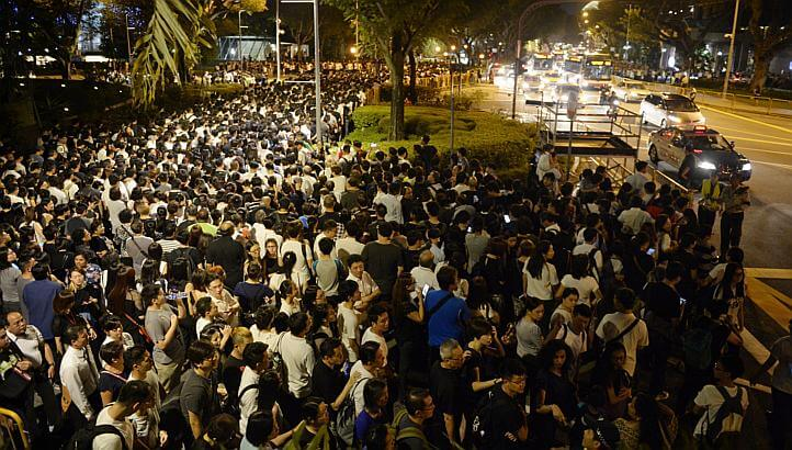 11 hours Queue in Padang for Lee Kuan Yew's funeral